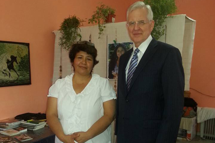 Elder Christofferson visits Jennifer Cadillo's family
